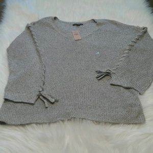 Woman's NWT sweater size M $ 25.00 # 624